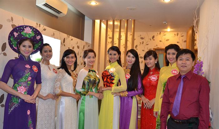 Thí sinh Hoa hậu Việt Nam 2014 tới thăm Thẩm mỹ viện Hàn Quốc JW