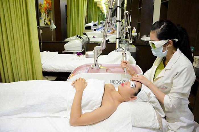 Trị tàn nhang bằng Laser Toning Neosys tại Trung tâm Skincare JW