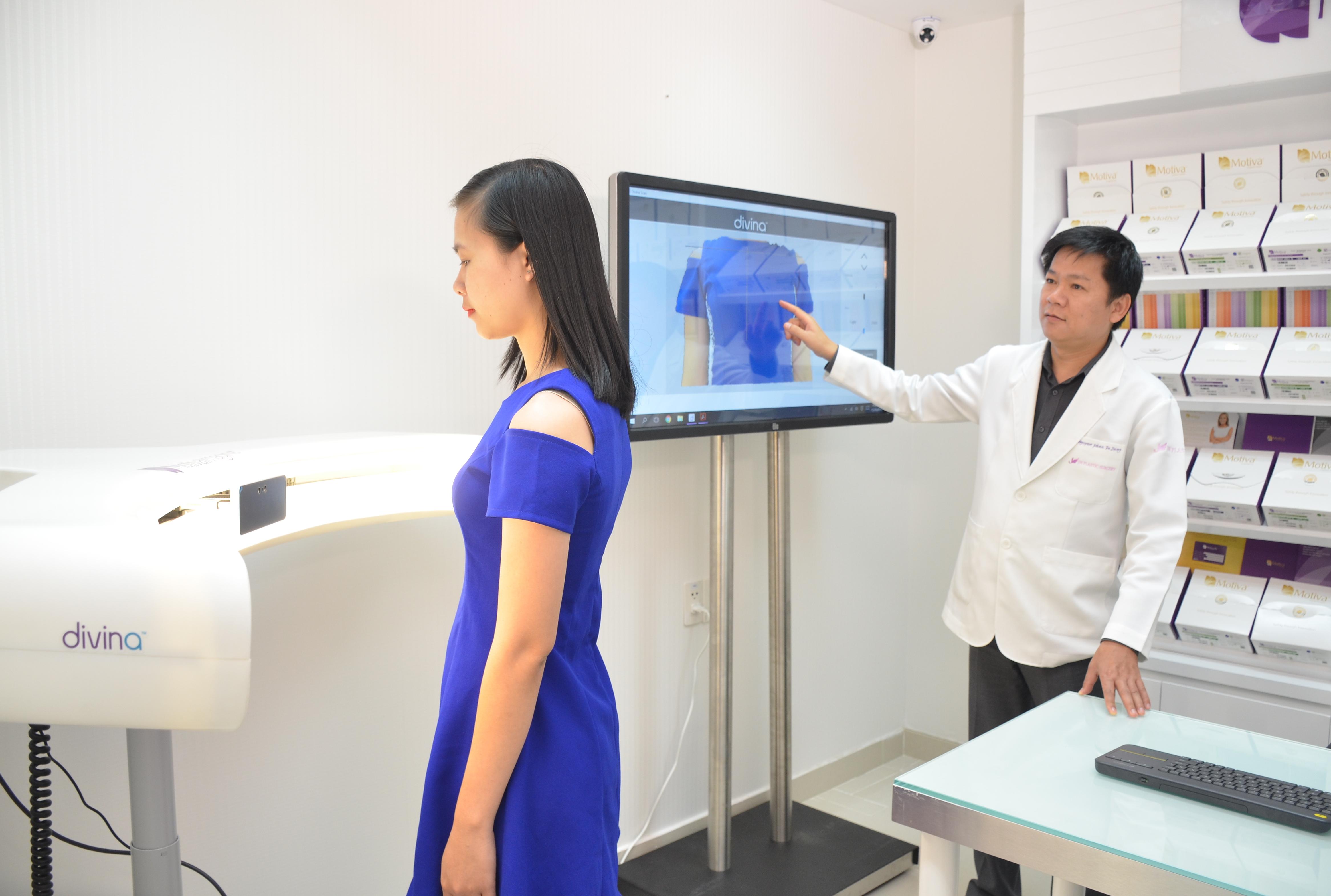 Máy 3D Divina phân tích kết quả dựa trên cân nặng, chiều cao, kích thước ngực… của khách hàng nên chính xác đến 90%.