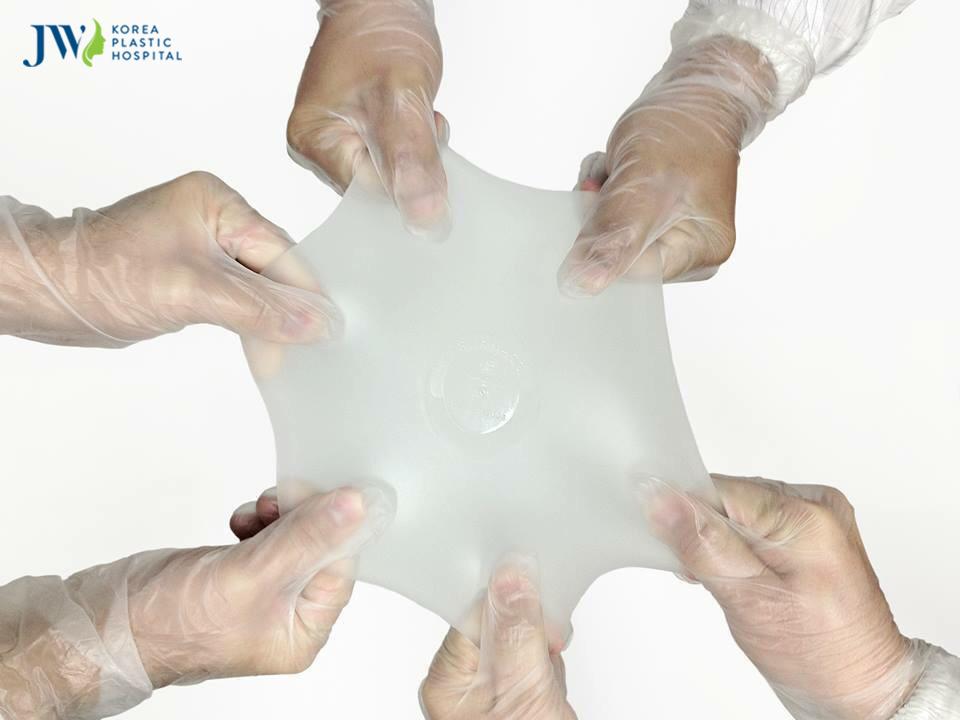 Túi ngực Nano chip có độ co giãn tốt nhờ cấu tạo 7 lớp vỏ