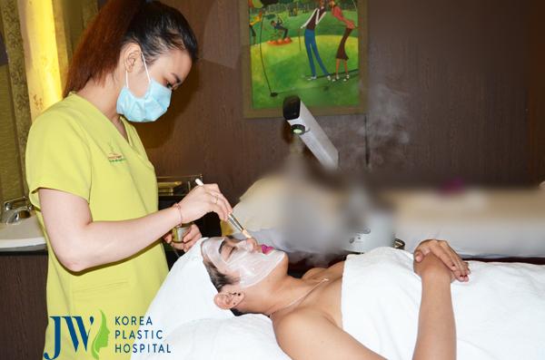 Dịch vụ massage da mặt cao cấp tại JW